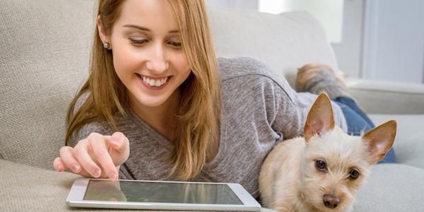 using-tablet-on-sofa
